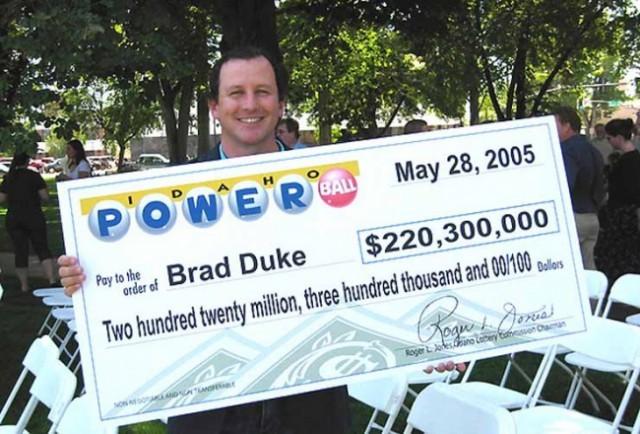 Истории людей, которые выиграли крупные суммы денег в лотерею